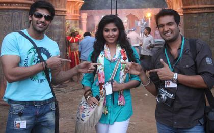 Arya, Anjali and Santhanam in Settai