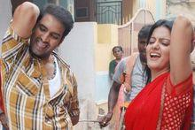 Santhanam dances for 'Kuthu' number