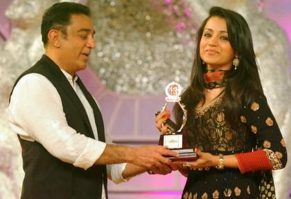 Trisha honoured @ Santosham Film Awards