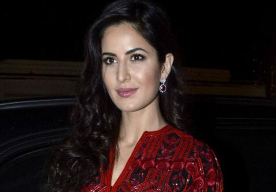 Katrina leaves 'Jagga Jasoos' promos to shoot for 'Thugs Of Hindostan' - Movie Poster