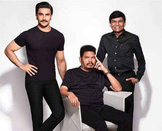 BIG BReaking:  Shankar - Ranveer teams up for Anniyan Remake!
