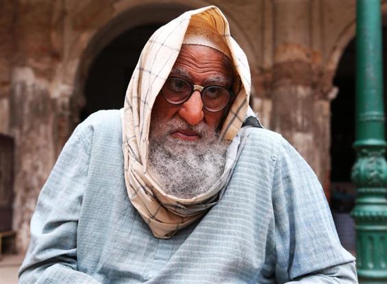 Gulabo Sitabo: Amitabh Bachchan looks unidentifiab...