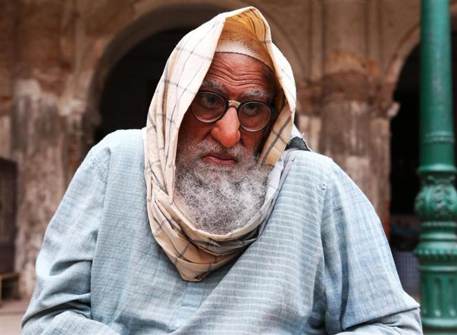Gulabo Sitabo: Amitabh Bachchan looks unidentifiable in the first look poster