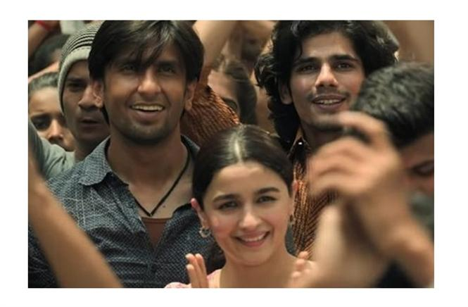 Gully Boy Review - Zoya Akthar achieves an outright stunner with a super prodigious ensemble!
