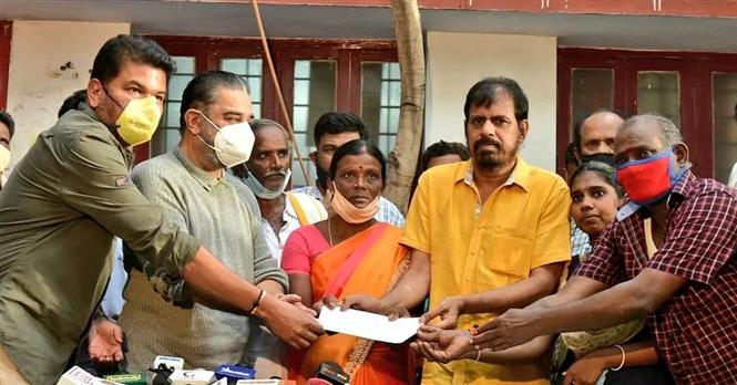 Indian 2 Accident: Kamal Haasan, Shankar hand over cheques to surviving families!