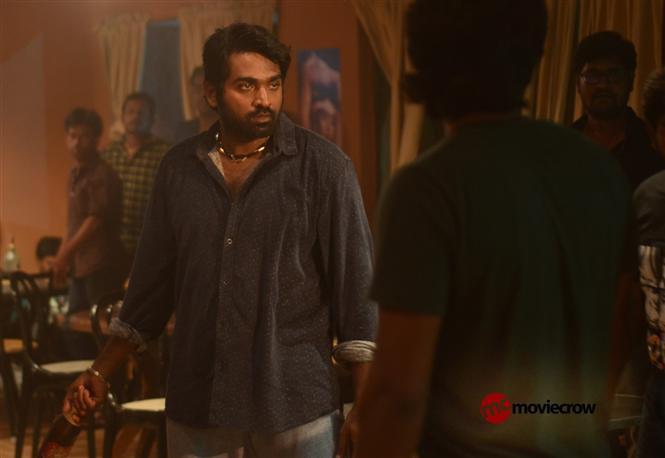 Kadhalum Kadanthu Pogum Review  - A Vijay Sethupathi Show