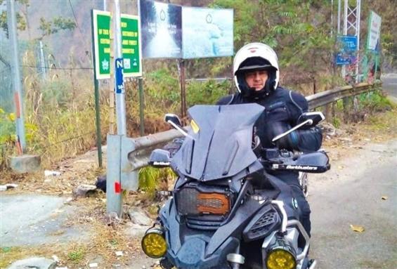 New stills of Ajith riding luxury bike go viral!