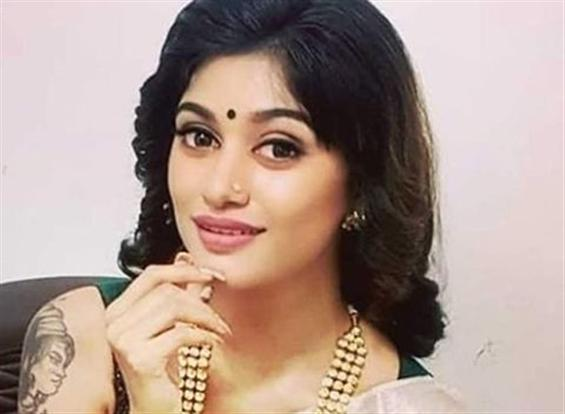 One More Horror Comedy for Bigg Boss Oviya!