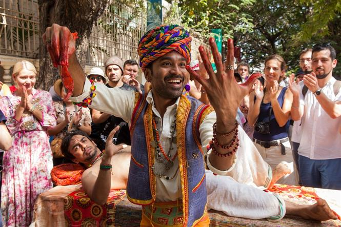 Pakkiri: Tamil version of 'The Extraordinary Journey of the Fakir' gets a release date!