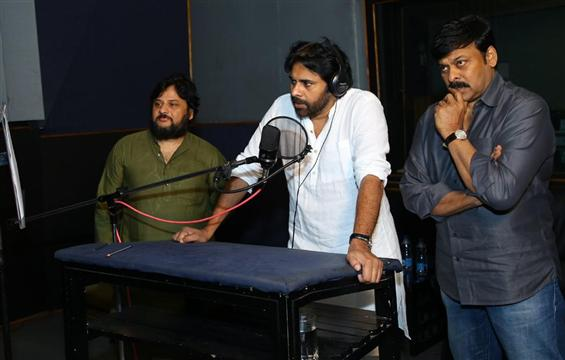 Pawan Kalyan lends his voice for Sye Raa Narasimha...