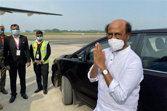 Rajinikanth flies to Hyderabad for Annaatthe shoot...