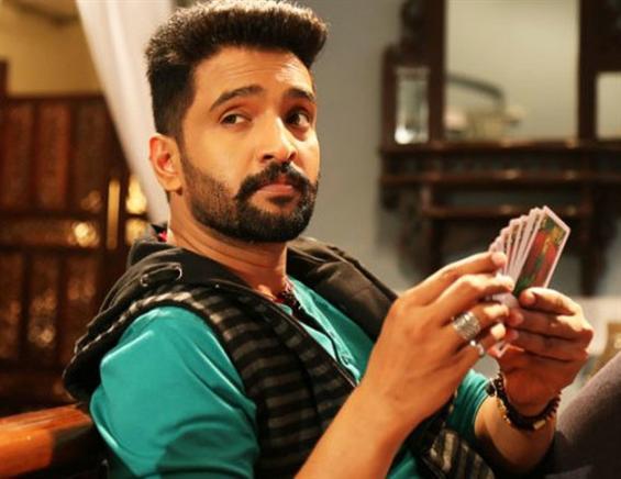 Santhanam starts shooting for Dhilluku Dhuddu sequel