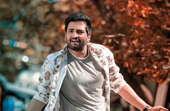 Santhanam's Dagalty gets a Release Date!