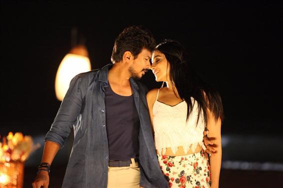 Saravanan Irukka Bayamaen Movie stills