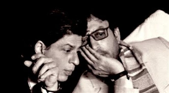 Shah Rukh Khan pays homage to late actor Irrfan Khan!