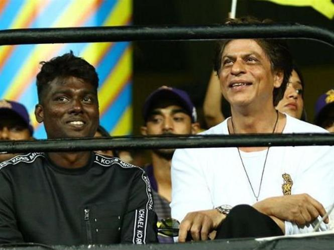 Shahrukh Khan, Atlee spotting fuels speculation about Vijay films!
