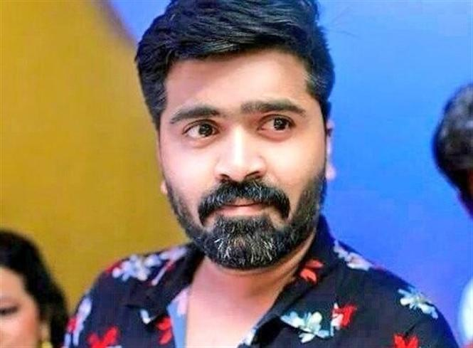 Simbu asks fans to drench Vandha Rajavaathan Varuven cut-outs, banners & flex in barrels of milk!