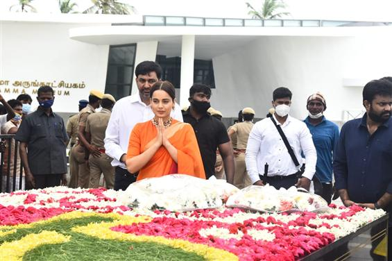 Team Thalaivii visits Jayalalithaa's memorial ahead of her biopic's release!