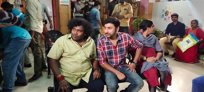 Veetla Visheshanga: Yogi Babu in RJ Balaji's Badhaai Ho Remake!