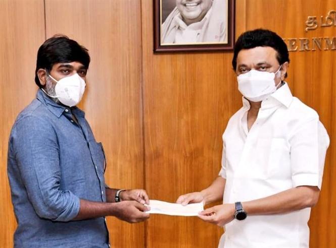 Vijay Sethupathi donates Rs. 25 lakh to CM's COVID relief fund!
