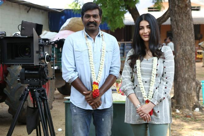Vijay Sethupathi, Shruthi Haasan team up for Laabam!